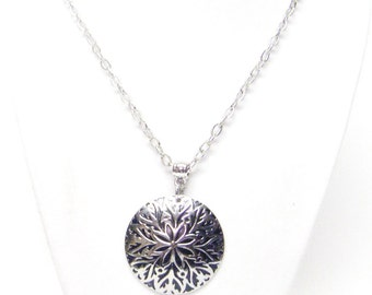 Silver Plated Embossed Pendant Necklace