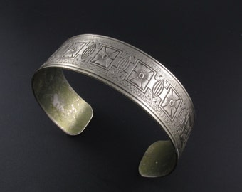 Engraved Bracelet, Cuff Bracelet, Flower Bracelet, Etched Bracelet, Embossed Bracelet, Floral Engraved Bracelet, Boho Bracelet