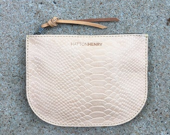 LUNA POUCH Snakeskin Veg Tan • Embossed Leather Case