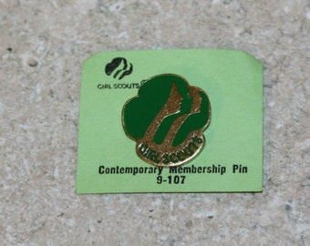 Gril Scouts Contemporary Membership Pin 9 - 107 vintage 1980 D