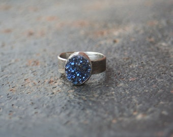 Titanium Midnight BLUE Agate Druzy Bezel Setting Oxidized Sterling Silver Lizard Textured Ring SIZE 5.5
