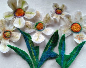 5 summer daisies in white felt with leaves for decorating, or crafting