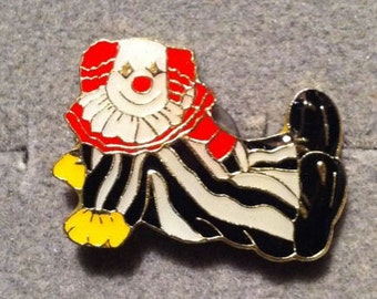 1960s-70s Ringling Bros Barnum Bailey Circus Pin CLOWN on BACK