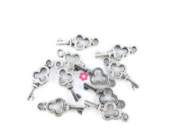 x 10 (63D) 12x11mm silver key charms