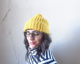 chunky knit cap/ made in Japan/ NOS yellow hat// one size