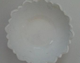 White, Milk Glass, Fruit Bowl, Serving Bowl, Vintage, Leaf Pattern