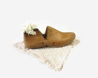 Wood Shoe Form, Vintage Cobbler Shoe Mold 7D Size, Primitive Home Decor