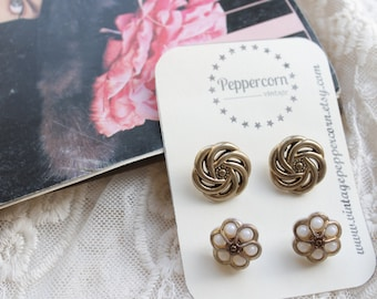 Vintage Button Selection, Gold Tone Knot and Pearl Flower Buttons, Vintage Haberdashery x 4 Buttons