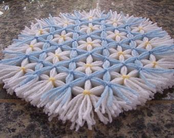 Retro Woven Kitchen Trivet, Light Blue Trellis, Yarn Hot Pad, Yarn Serving Mat, Yarn Trivet, Woven Mat, Blue Hot Pad, Daisy Trivet, Flowers