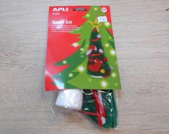 1 kit to make a Christmas tree