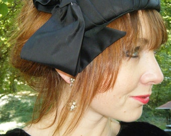 Vintage 1930s Stunning satin roma paris black ladies french CHAPEAUX with pearl rhinestone hat pin