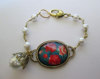 Roses and pearls bracelet 8 inch  Simple and Sweet.