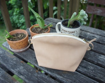 Leather purse with adjustable straps