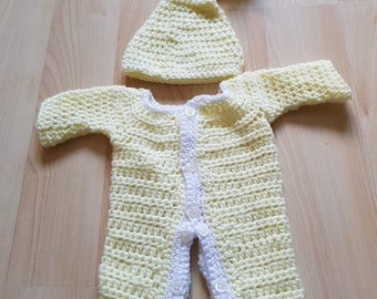 0-4 months yellow baby grow and hat