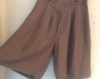 """SALE WAS 36 Vintage silk shorts. Clothes by Sara Sturgeon size 4. 10 - 12. Waist 30"""" hips 46"""" length 25"""". Some pull on waist"""