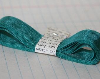 3 Yards Hug Snug seam binding ribbon Gem Green