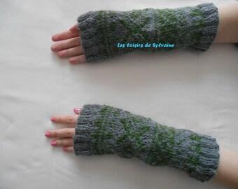 Wrist warmers / fingerless gloves bi - colored
