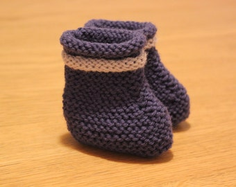 Two-toned booties for baby