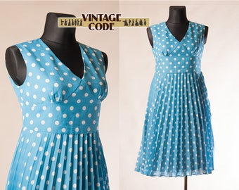 Sky blue White Polka dot vintage dress  / Sleeveless 70s vtg Wide skirt Pin up Accordion Pleated dress / size  Large Extra Large Plus