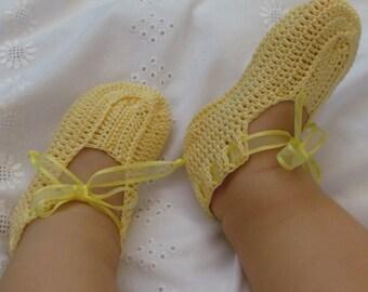 Crochet baby yellow crib shoes booties