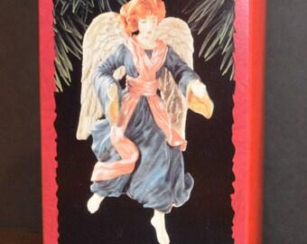 1996 Hallmark Keepsake Ornament Glad Tidings Angel