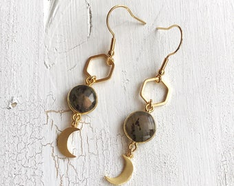 Kleine Mond Labradorit Hexagon Ohrringe, Boho Gypsy Nomad Schmuck, crescent moon gold filled Ohrhänger, Geschenk für sie