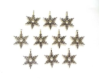 10 Antique Silver Snowflake Charms - 21-59-4