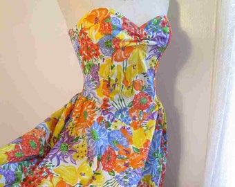 80s Vintage Bright Floral Dress Tropical floral 80s Strapless dress vintage Flowers Sweetheart strapless dress 80s Print cotton dress S M