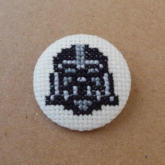 Star Wars cross stitch 31mm pinback button - Darth Vader - Embroidered geek brooch