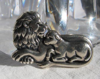 Beautiful & Hard to Find JAMES AVERY Hallmarked Lion with Cub Sterling Silver Brooch, RETIRED