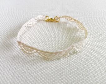 Braccialettino of Ecru lace, adjustable
