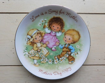 Mother's Day 1983  Vintage 5 In. Avon Plate Made in Japan Love Is A Song For Mother