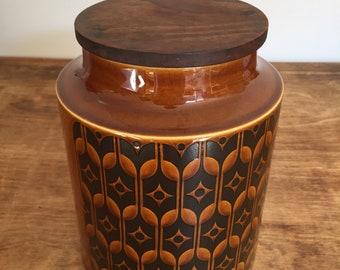 Large Hornsea Heirloom ceramic jar with wooden lid 1975