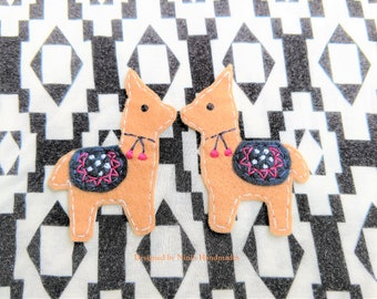 Set of 2 Tan Mirror Image Llamas Alpaca inspired Iron On Felt Applique, Custom Felt Applique, Patch For Kids, Iron on Kids Apparel