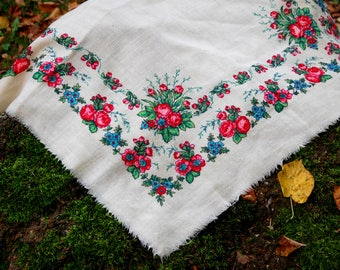 Russian shawl White floral shawl Vintage Cotton White Folk shawl Vintage Shawl Boho Wedding Shawl tablecloth 1 little hole and ragged corner