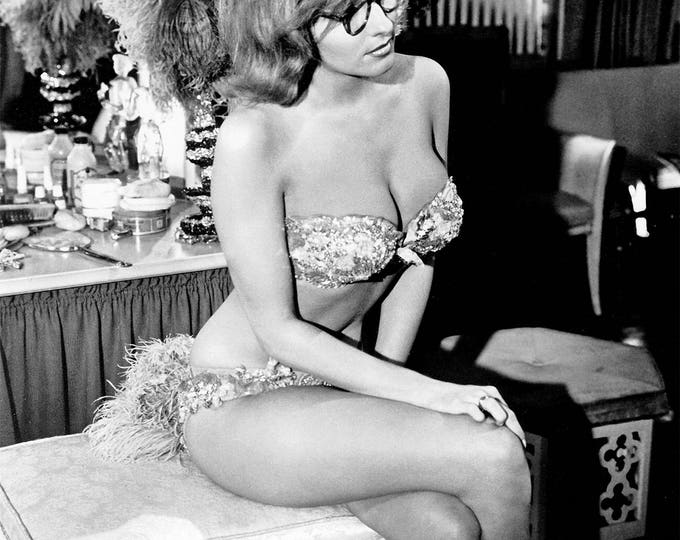 Actress Nancy Kovack Pin Up - 5X7, 8X10 or 11X14 Publicity Photo (FB-402)