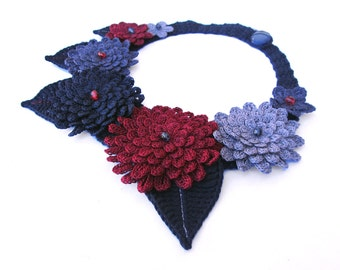 Crochet flower necklace, romantic floral collar, garland necklace, unique flower necklace, statement neck piece, retro style fiber collar