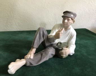 Royal Copenhagen Figurine No. 865 Boy Eating Lunch