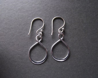 Infinity Love Earring -    Eternity Circle, Infinity Link, in Sterling Silver - Dainty Earring