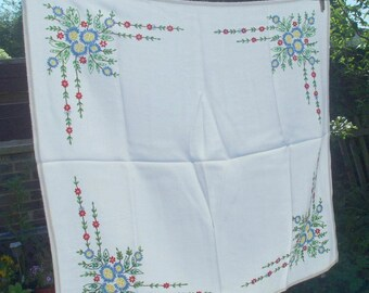 Vintage Hand Embroidered Tablecloth 1950s