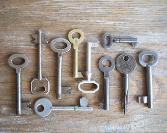 vintage keys - 10 old iron and brass keys - antique keys - genuine vintage keys (S-18a)