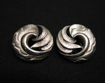Vintage Napier Brushed Silver Tone Round Swirled Wave Clip Earrings