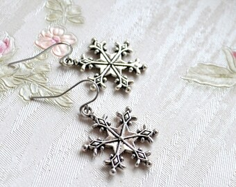 Christmas gift Silver snowflake earrings Christmas earrings Gift for her Silver earrings Simple earrings Dangle earrings