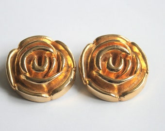 Vintage gold flower shoe clips.