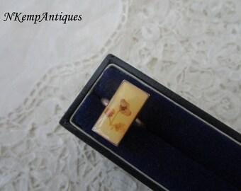 Vintage ring pressed flowers