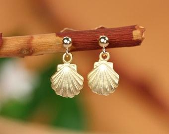 Tiny gold shell earrings, clam shell earrings, scallop earrings, gold clam shell earrings , gold clam stud earrings, gold studs