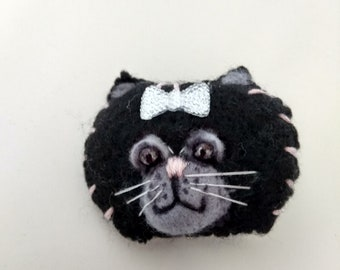 Cat brooch, Handmade black cat, Black cat face. Black cat brooch, Cute black cat pin,  Cat brooch face,  Felt black cat, Black cat head.