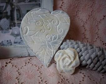 Shabby heart 11 x 9cm