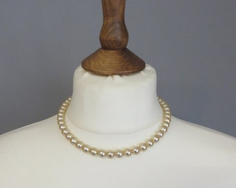 Vintage  50s faux-pearls white/beige  necklace