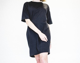 Long black dress. Organic cotton dress. Black tunic. Flared dress. Eco-friendly women's clothing. Recycled polyester. Made in Quebec